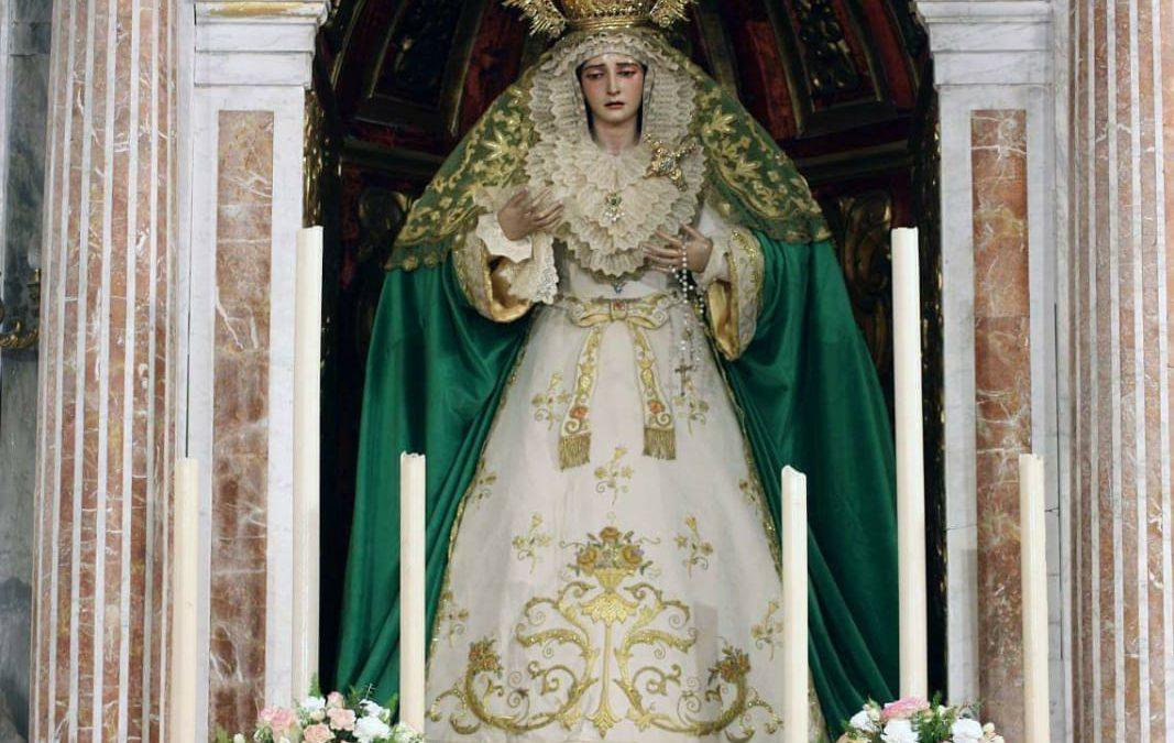Vestimenta de Ntra. Sra. de la Amargura para el tiempo de Adviento y Navidad.