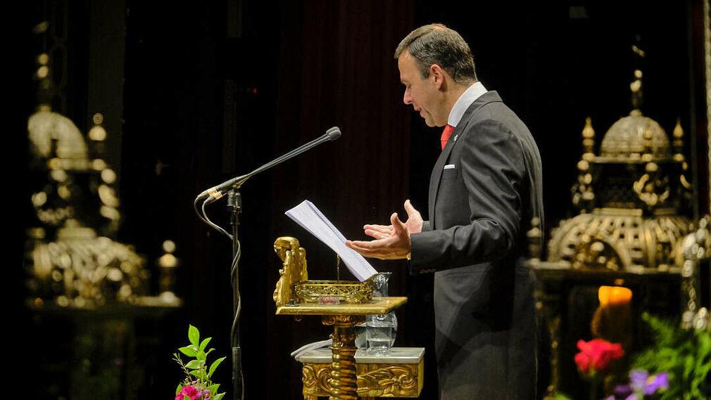 Felicitación al pregonero D. Vicente Rodriguez Fernandez