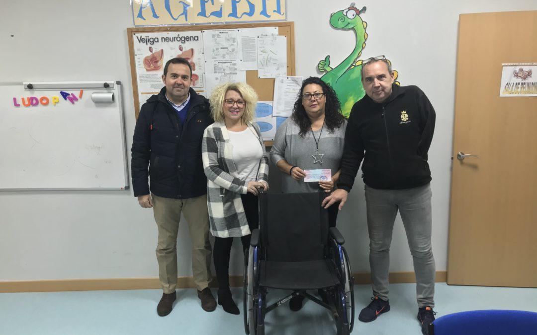 """Bolsa de Caridad """"Niño Jesús de la Pasión"""": Entrega de donativo y silla a la AGEBH"""